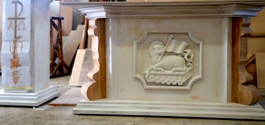 Nowy ołtarz i ambona w naszym kościele.