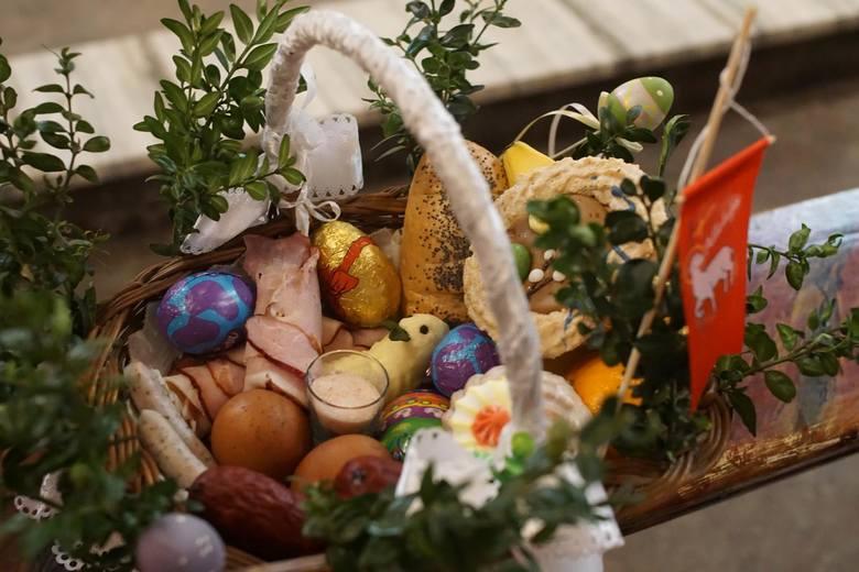Poświęcenie pokarmów według osiedli – Wielka Sobota 2021